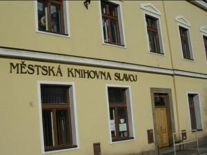 Památkáři nechtějí povolit výtah v knihovně ve Dvoře Králové, město proto řeší její možné stěhování