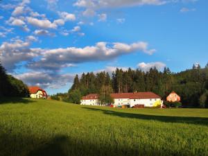 Barevné domky Hajnice projdou rozsáhlou rekonstrukcí. Vznikne zde společná budova pro 36 klientů