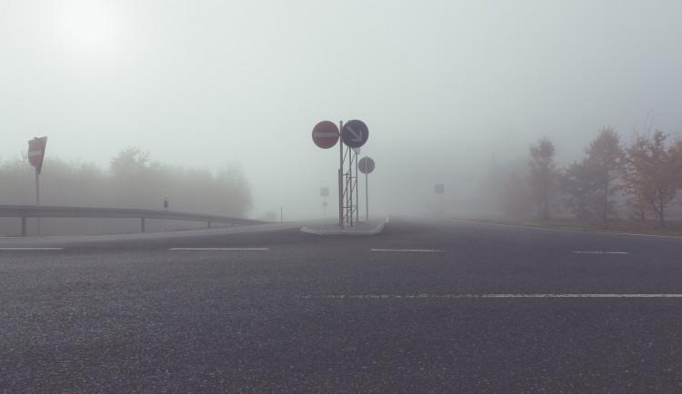 Podzim je rizikovým obdobím pro chodce. Podílí se na tom nárůst dopravy a špatná viditelnost