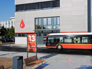 Řidiči dopravního podniku darují krev. Hradecké transfuzní oddělení chce nalákat prvodárce