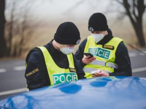 Vláda zvažuje posílení pravomocí policie v kontrole covidových opatření