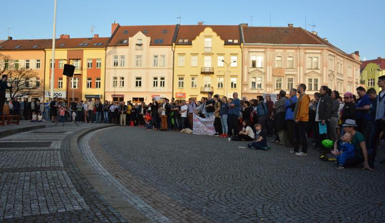 V řadě měst se konaly demonstrace proti vládě Andreje Babiše, v Hradci se sešly stovky lidí