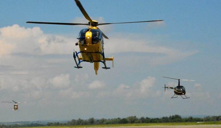 OBRAZEM: Hradecké nebe o víkendu ovládly vrtulníky
