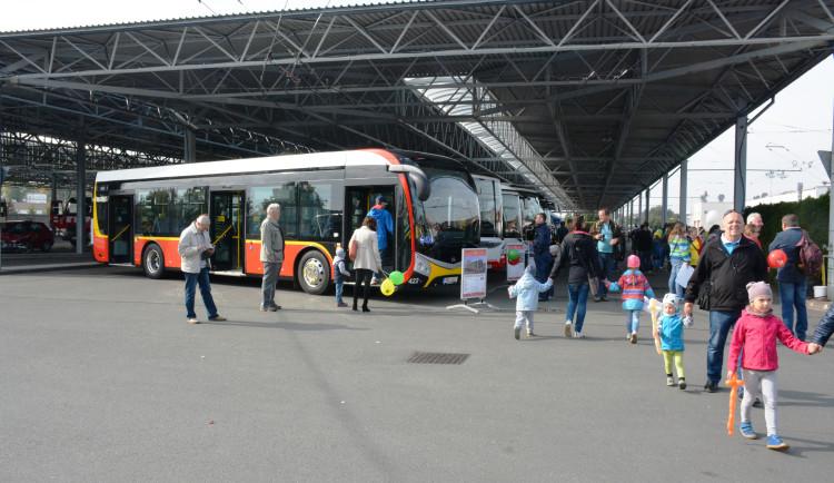Hradecký dopravní podnik se pochlubil veřejnosti. Ukázal zázemí a nové vozy