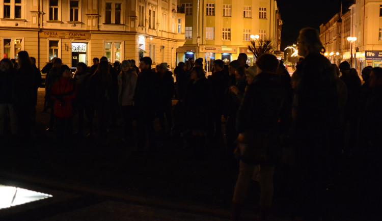 Na Masarykovo náměstí přišly desítky lidí, aby uctily památku Jana Palacha