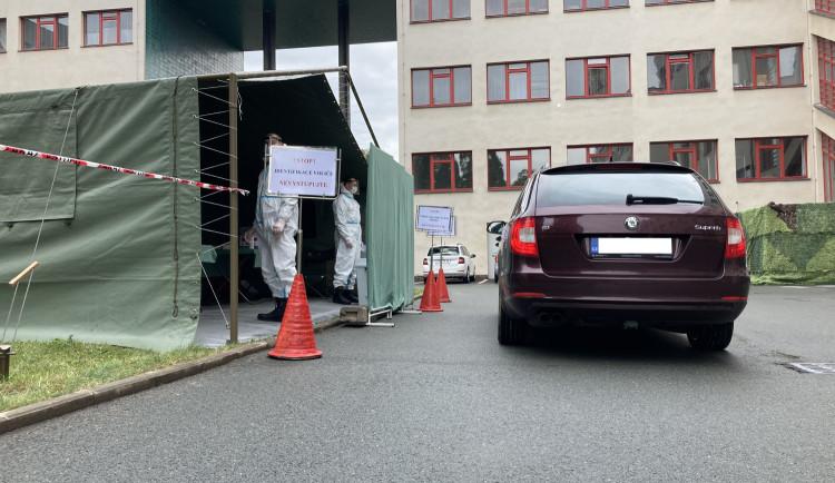 GALERIE: DRIVE-IN hlasování v Hradci Králové