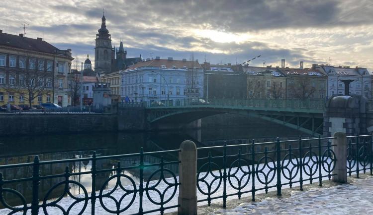 GALERIE: Rekonstrukce kiosků na Pražském mostě v Hradci Králové