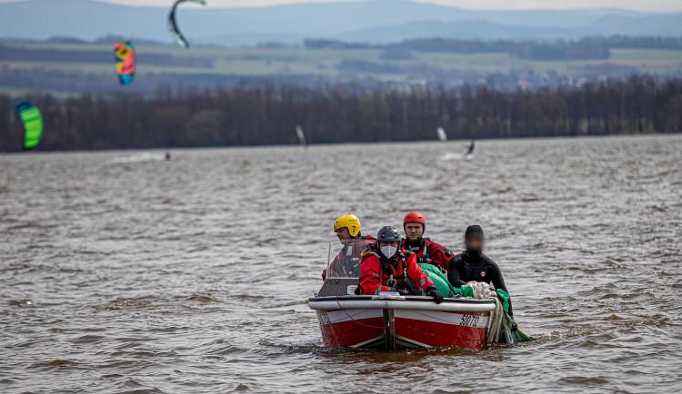 GALERIE: Záchrana kitesurfařů na Rozkoši