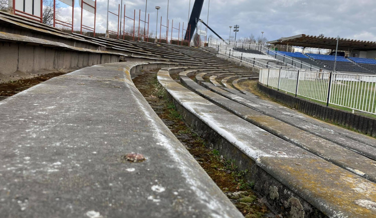 GALERIE: Starý fotbalový stadion v Hradci Králové
