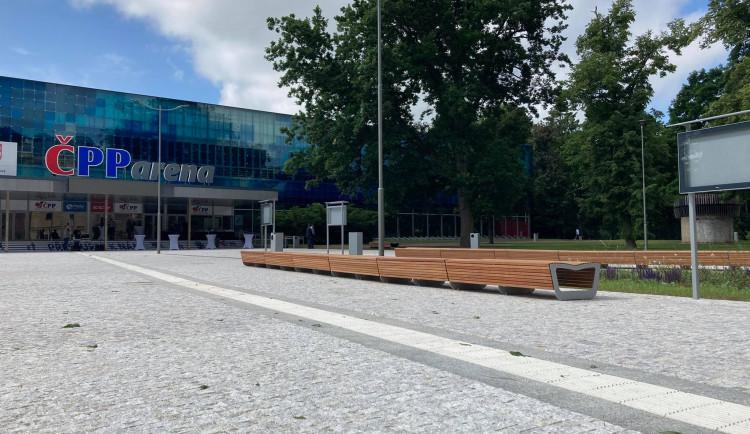 Nově zrekonstruovaný prostor před zimním stadionem v Hradci Králové