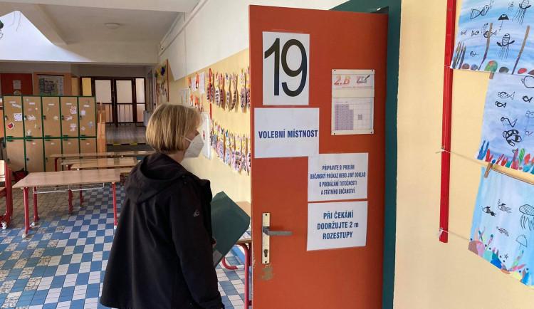 VOLBY 2021: Volební místnosti v ZŠ SNP v Hradci Králové
