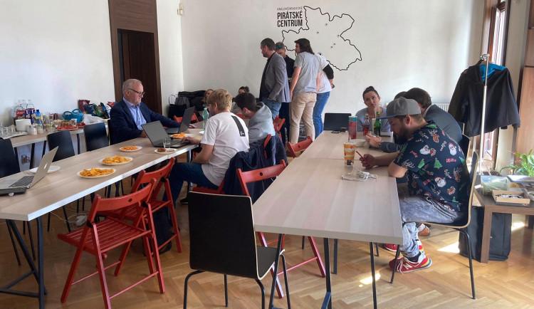 GALERIE: Volební štáb koalice PirSTAN v Hradci Králové